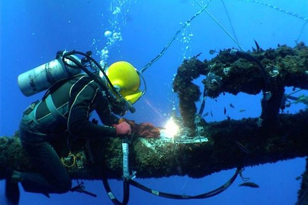 underwater-20weldingF0F92177-F5FB-6FD7-682B-BB42B3CF0B63.jpg